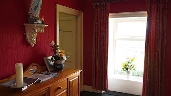 Le couloir au premier étage avec la parte vers la chambre 2